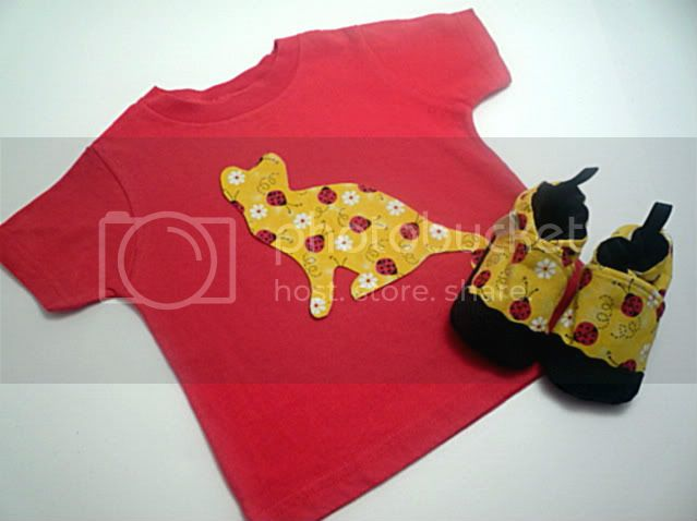 Crunchy Congo Critter Month&lt;br&gt;Ladybug &amp; Kitties Tee &amp; Soft Sole Shoes &lt;br&gt;Lilikoi Lane &amp; Pitterpat
